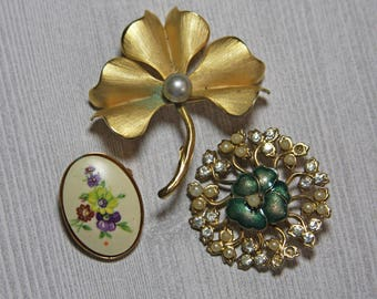 Vintage BROOCH Lot- Pendant- Costume Jewelry- Gold Colored Brooches- Junk Jewelry Lot- Recycle Repurpose