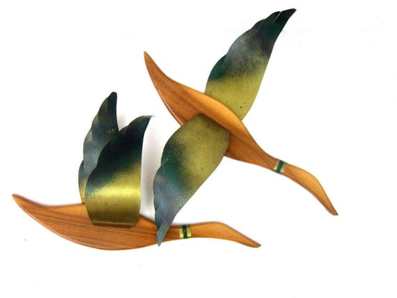 Metal wall art sculpture Pair of Geese Birds Large Metal and Wood Birds hanging Home Decor Green & Gold Ranch Home Decor Flying Wooden Birds