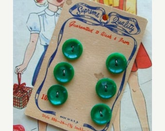 ONSALE Antique 1940s  Button set on Original Card with Green Buttons
