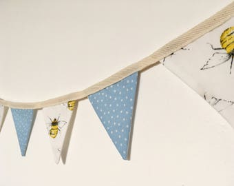 Bees and stars mini bunting