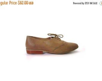 30% OFF Vintage 80s Unisex Preppy Perforated Beige Leather Pointed Toe Oxfords men 10 women 11 11.5 indie hipster vestiesteam boho minimalis