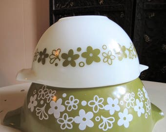 Vintage PYREX Spring Blossom Crazy Daisy Mixing Bowls Set of 2
