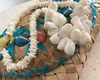Tiki Tiki Tiki -- Vintage Shell Statement Necklace -- Hawaiian -- Tropical -- Resort