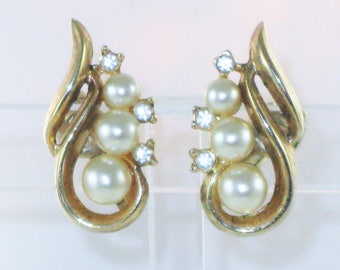 Vintage Crown Trifari Gold Tone Faux Pearl and Crystal Rhinestone Clip Earrings  (E-2-2)