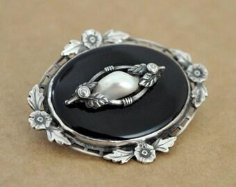 VINTAGE FIND antique sterling silver photo locket necklace, black enamel locket, pearl locket, art deco style locket, vintage locket
