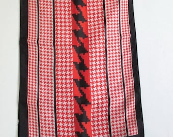 Scarf 1970s Oblong Vintage Houndstooth Red Black White