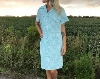 vintage plus size dress 70s 60s grecian graphic atomic print circles house dress house wife mod scooter plus figure robin egg blue white