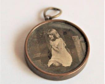 Vintage Edwardian Lords Prayer pendant with praying child.  Vintage pendant