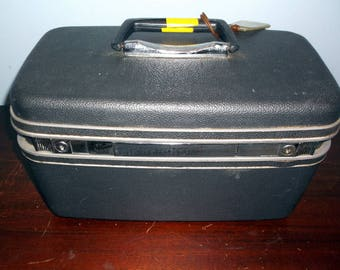 Vintage Charcoal Gray Samsonite Train Case probably late 1980's or 1990's with tray