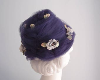 1960s beehive hat / Navy Blue Tulle Net structured flower Turban