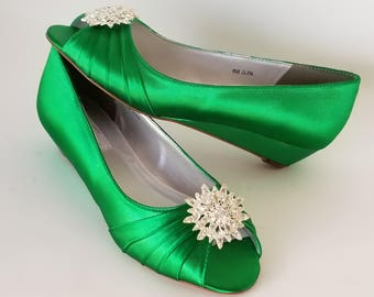 Kelly Green Wedding Shoes with Crystal Flower Brooch Kelly Green Bridal Shoes - 100 Color Choices - Kelly Green Wedges