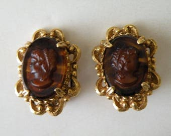 Florenza women cameo clip-on earring