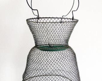 Circa 1950, 1 French vintage wire fishing  basket, round and small , lake cabin decor , hanging basket , fishing decor