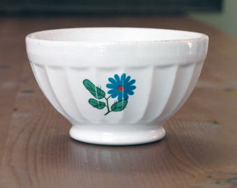 1970 kitchen: French  Porcelain  bowl, country flowers, scandinavian style, 70s retro flowers, cafe au lait bowl