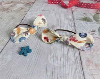 Hair Bow Set. Hair Elastic with cotton bows. Perfect toddler hair accessory. Cream Floral Pattern, ready to ship, handmade soft washable bow