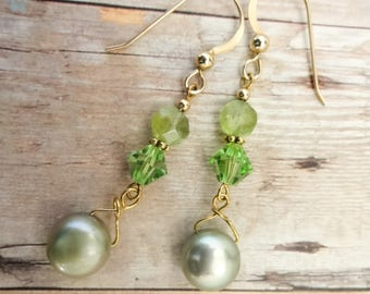 Peridot Earrings, Peridot and Pearl, August Birthstone, Birthstone earrings, Birthstone jewelry, Green Gemstone, Gemstone Earrings