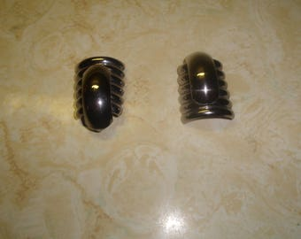 vintage clip on earrings large silvertone ribbed