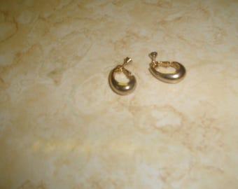 vintage screw back earrings goldtone hoops