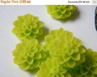 ON SALE 12 x Lime Green Plastic Chrysanthemum Mum Flower Resin Cabochon Cameo for Bobby Pins and Rings 15mm