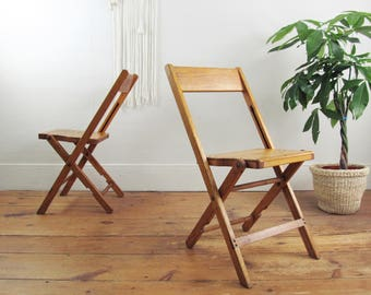 vintage wood folding chairs,SET of 2,wood chairs,vintage stadium chair,vintage deck chair,theater seats,SNYDER folding chairs circa 1940