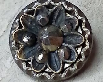 Lovely Antique Floral Design Metal Button ~ Flower in Layers with Cut Steel Accents ~ Fluted Piecrust Rim ~ 9/16 inch 14mm ~ Grammys Buttons