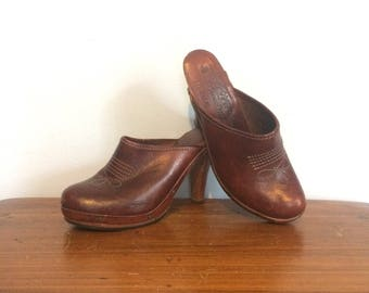 Vintage 70s Brown Leather Clogs High Heel Western Wooden Heel Boho Hippie Thom McAn Mules Made in Brazil Size 7