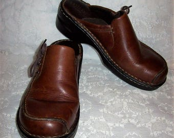 Vintage Ladies Brown Leather Slip On Mules Clogs by Eastland Size 7 1/2  Only 10 USD