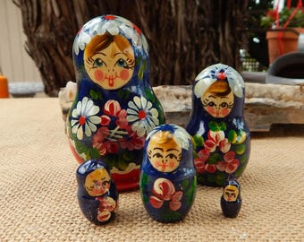 Matryoshka Nesting Dolls   ~   Matryoshka Nesting Dolls with Daisies  ~  Set of 5 Matryoshka Nesting Dolls