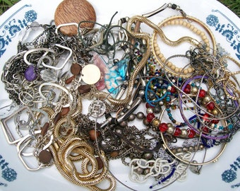 BROKEN JEWELRY LOT 15 oz Broken Jewelry Components Beads Findings Destash Craft Mixed Media Upcycle Collage .3a
