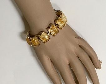 CORO Pegasus Bracelet Confetti Yellow Gold Thermoset Vintage