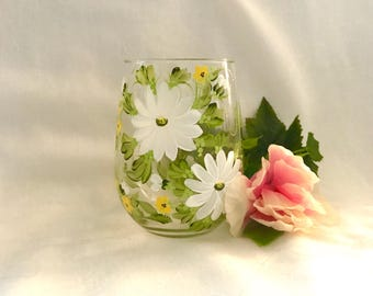Daisy hand painted personalized wine glass for mom grandma etc