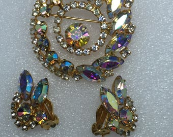 D&E aka Juliana  Circle Brooch and  Earrings Demi Parure.  Clear and Clear Aurora Borealis   Item:17497