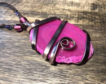 Wired pink agate necklace