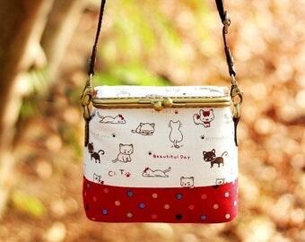 Kiss lock shoulder bag, Shoulder bag, Cosmetic bag, Cosmetic box pouch