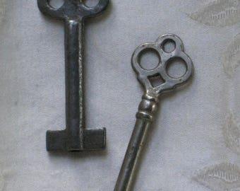 Two Antique Metal Skeleton Keys - Trefoil Tops - Medium to Large - Vintage Findings - Art, Crafting Supplies, Steampunk, Collage, Assemblage