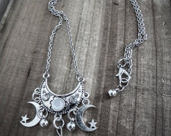 """Tiny Skull"" silvery Moon chain necklace"