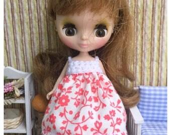 "Petite Blythe / Little Dal Outfit : ""Lovely Blossoms Dress"" (Dress)"