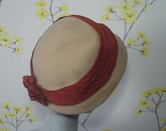Vintage 1950s Cloche Beige Felt Hat With Rust Pleated Ribbon Vintage 50s Felt Hat Autumn Colours A Marten Hat