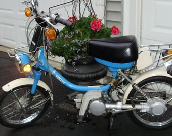 ViNtAgE 1984  blue yamahopper moped