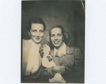 Vintage PhotoBooth/Arcade Photo, c1940s: Girlfriends (77591)