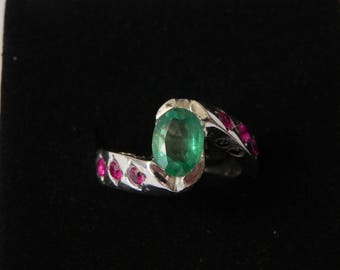 anello con smeraldo e rubini