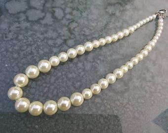 SENT in pretty gift box Cream pearl necklace good heavy quality sent in pretty gift box 28inches length