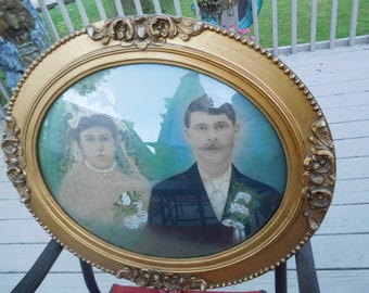 Antique Oval Frame with Rounded Glass and Picture of a Vintage Bride and Groom
