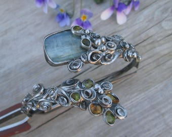 Adjustable   bracelet with  kyanite and sapphires