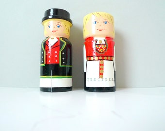 Vintage Folk Norwegian Salt and Pepper shakers- Vintage Scandinavian Traditional Bunad costumes