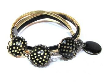 Bracelet cabochon black Japanese paper gold dot, black and gold leather cord