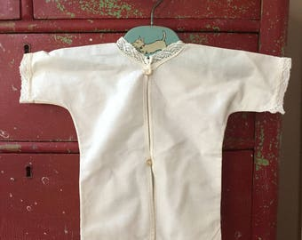 Vintage Baby Shirt, Linen and Lace, Simple Construction, Nursery Decor, Baby Gift, 1930s 1940s, Buttons and Loops, No Buttonholes, Newbown