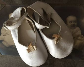 Vintage Ankle Strap Baby Shoes, Toddler, Metal Buckle, Leather, 1940s 1950s, Tiny Bows, Doll Clothes, Nursery Decor, Collection, Prop