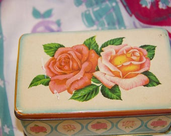 Cute little made in England tin featuring roses in very good condition