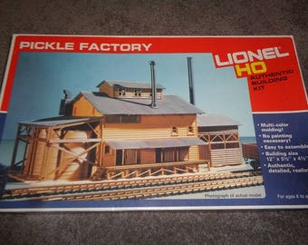 HO scale electric train building Lionel Pickle factory new in the box